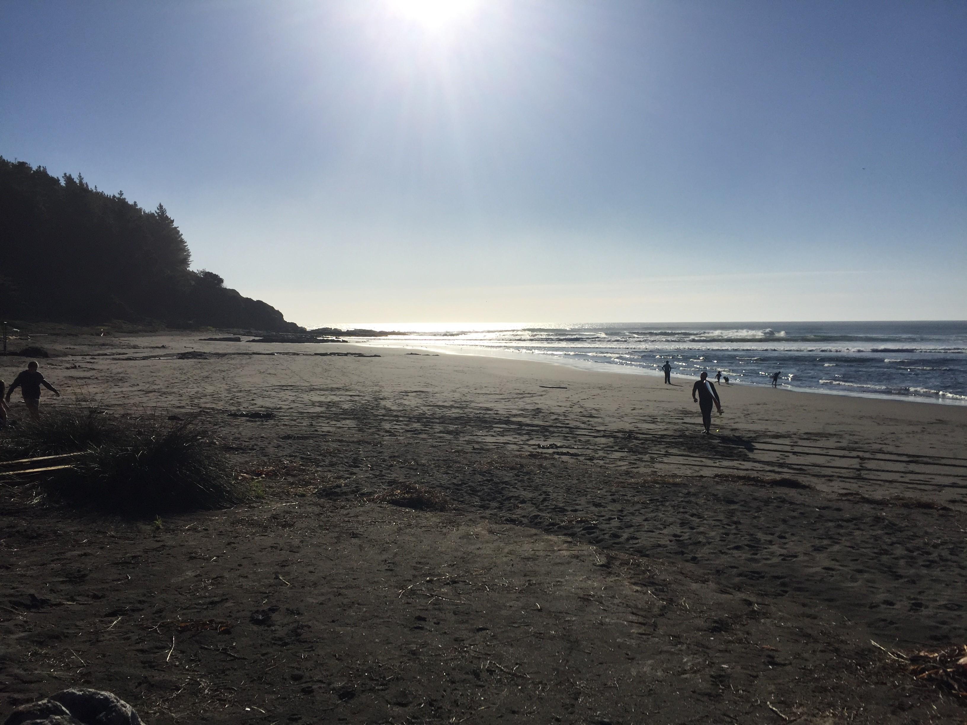 surfistas-playa-mar-puertecillo