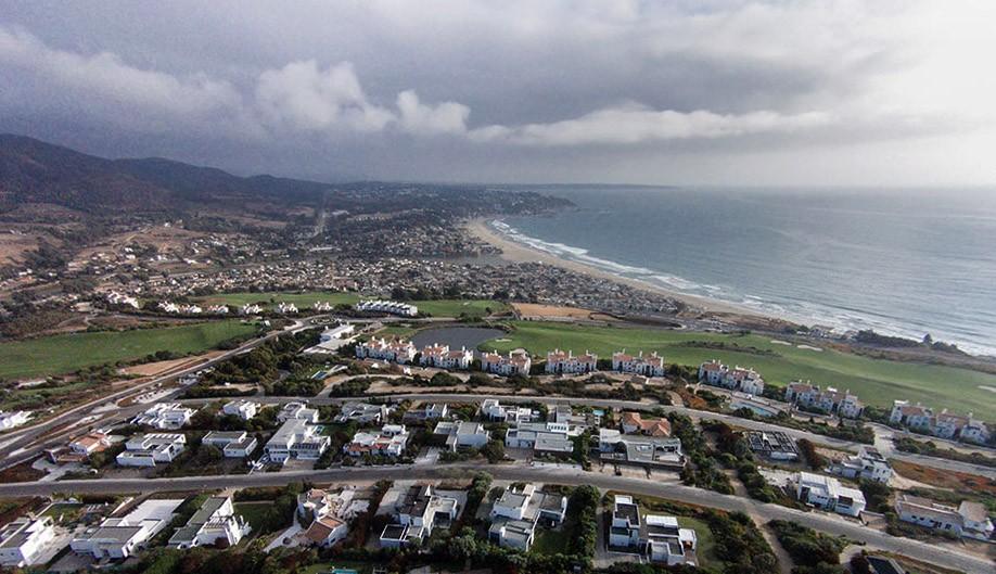 Costa Cachagua: golf y playa con vista al mar